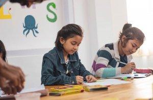 Read more about the article O Desenvolvimento do Apego na Criança -Crianças em idade pré-escolar (5 a 6 anos)