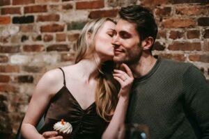 Read more about the article Como se desenvolvem os vínculos nas relações amorosas
